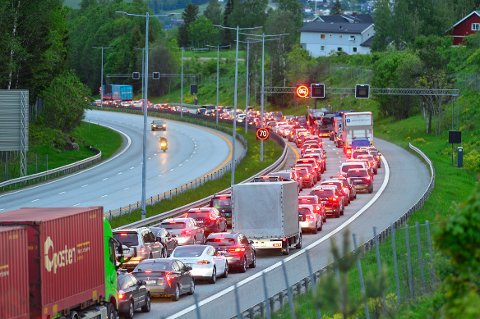 KØKAOS: Trafikken står nærmest bomstille mellom Liertoppen og Drammen. Dette bildet er tatt klokken 22.
