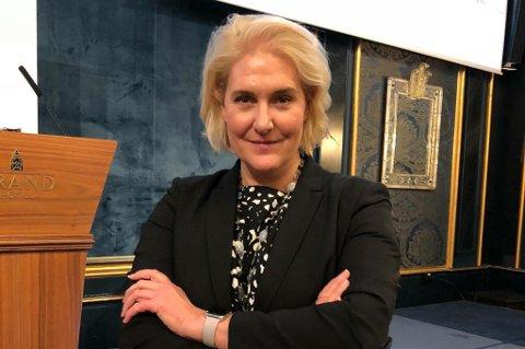 - MÅ ENDRE SEG: Marit Jensen, som har lang fartstid innenfor varehandelen, mener kjedebutikkene er nødt til å øke de ansattes kunnskap om det de selger for å overleve. Hun snakket også om dette temaet på konferansen Handel og byliv i Drammen i juni.