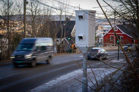 IKKE AKTIV: Fotoboksen i Konnerudgata er én av 17 som står rundt omkring i tidligere Buskerud fylke. Ifølge politiets tall for 2019, var den ikke aktiv i fjor. Foto: Rune Folkedal