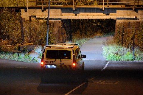 PÅGREPET: Politiet søkte etter en mann som de trodde hadde skytevåpen i Mjøndalen. Han ble pågrepet klokka 04.00 natt til fredag.