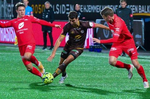 Vetle Dragsnes er på utgående kontrakt, og kan være tapt for Mjøndalen. Her fra kampen mot Brann der han var involvert i begge målene da Brann ble slått 2-0.