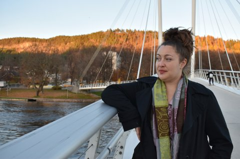TRANGT ØKONOMISK: Lauren Beard (32) tar en lærerutdanning ved Universitetet i Sørøst-Norge i Drammen. Hun ønsker å kaste lys over at livet som utvekslingsstudent i Drammen, særlig hvis man er fra et land utenfor EU/EØS, ikke er så enkelt. Hun bruker mye tid på å planlegge måltider og jakte tilbud, og låner de fleste pensumbøkene på biblioteket.