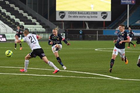 SCORET TRE: Lars-Jørgen Salvesen var viktig da Godset slo Odd på bortebane lørdag. Spissen satte tre i nettet for de marineblå.