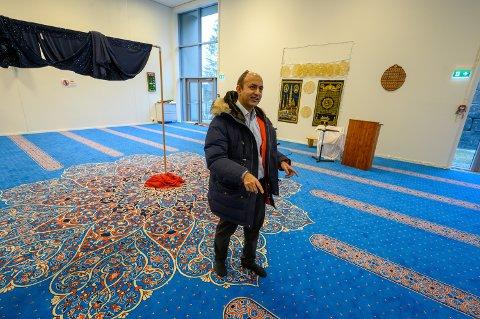 VIL VÆRE ÅPEN: Styreleder i Drammen Moské, Sajid Mukhtar.