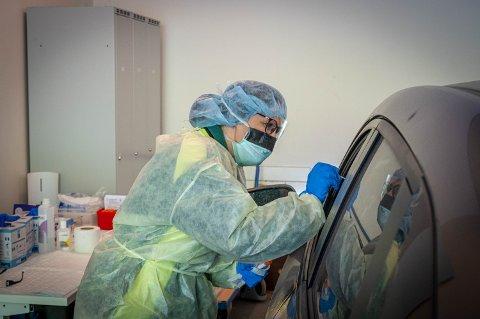 Nesten hver dag får nye pasienter og ansatte i Vestre Viken HF påvist smitte av korona-viruset. Utover den informasjonen er det lite offentligheten får vite.