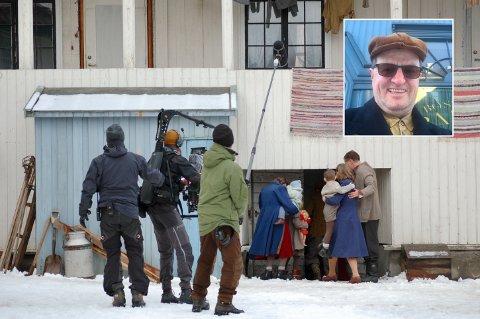 FILMINNSPILLING: Denne uka gjør Nordisk Film Production opptak til filmen «Narvik» i Drammen. Baard Prytz (innfelt), opprinnelig fra Narvik, men i mange år bosatt i Drammen, er en av flere nødvendige statister i filmen.