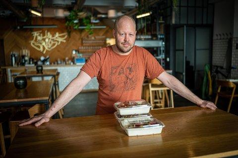 STENGER MIDLERTIDIG: Daglig leder Jon Christian Thomassen på Frukt & Grønt ser seg nødt til å stenge dørene midlertidig.