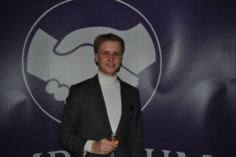 10.000 FØLGERE OM DAGEN: Nesten 60.000 mennesker følger Niklas William Paulsen (19) fra Drammen på TikTok. – Det gikk over stokk og stein. Det var en periode jeg fikk 10.000 følgere om dagen.