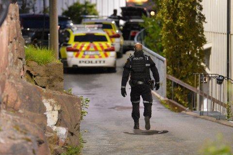 AKSJON: Bevæpnet med tohåndsvåpen aksjonerte politiet mot Bandidos' lokaler i Drammen. Det skjedde etter at en mann skal ha kidnappet en annen fra stedet.