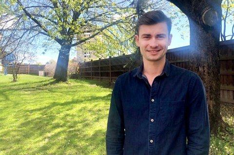 UNG GRÜNDER: Eirik Tomter (22) fra Drøbak startet nylig opp firmaet Lokalbrygg AS, og ønsker å selge hovedsakelig øl gjennom nettbutikk. Drammen kommune behandler nå firmaets søknad om salgsbevilling.