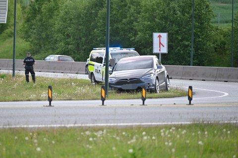 En Tesla-bil var involvert i ulykken.