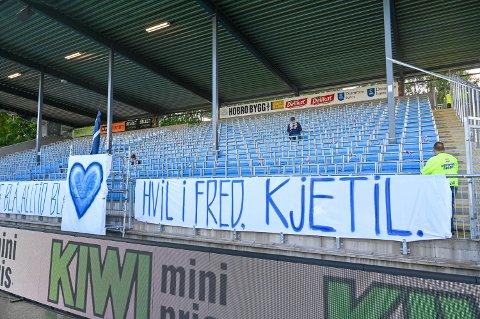 Kjetil Ulrichsen mistet livet på Drammensbadet forrige torsdag. Under Ælv Classico mellom Strømsgodset og Mjøndalen ble Kjetil hedret av GodsetUnionen.