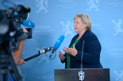 Statsminister Erna Solberg (H) var torsdag tilbake fra ferie og møtte pressen i forbindelse med den økende smittetrenden i Norge. Foto: Annika Byrde / NTB scanpix