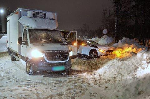 Et lite snølag oppe på veien skal ha ført til at det var delvis glatt på veien.