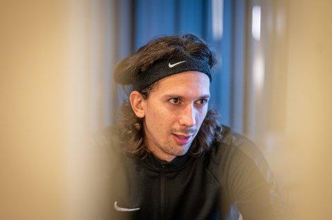 I NORGE: Gustav Wikheim jobber seg tilbake etter en kneskade. Han håper å være spilleklar i mars, men skal i utgangspunktet ikke tilbake til klubben i Saudi-Arabia før i juli.