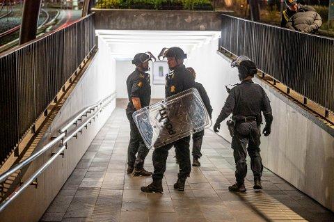 BÆVEPNET: Utrykningsenheten rykket ut til Drammen stasjon etter melding om en person med kniv.