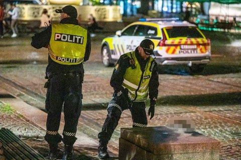 Politiet skal i følge Hurdalsplattformen styrkes. Både ute i felt og for etterforskning og påtale. Og det skal komme flere tjenestesteder.
