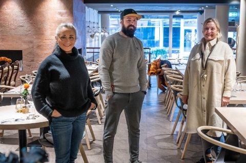 F.v.: Ragnhild Larsen-Nyhus Haaning, Jonatan Bukkøy Arntzen og Ancha Liverud ser frem til å få lov å skjenke alkohol til maten igjen.