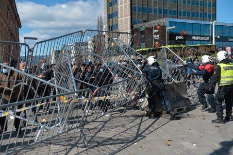 Flere personer ble pågrepet under SIAN-demonstrasjonen i Drammen 10. april.