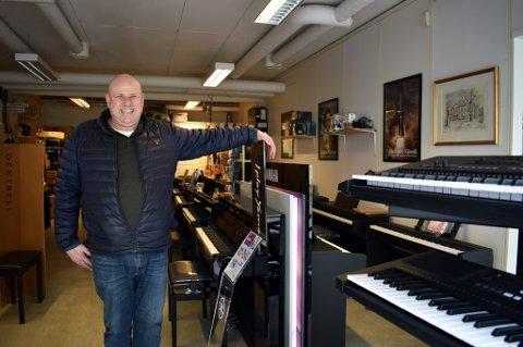 BRA KORONA-ÅR: Musikkbutikken Amadeus på Bragernes la bak seg sitt beste år i 2020, omsetningsmessig.- Kundene våre er i alle aldre, fra 0 til 80 år, sier  daglig leder Atle Stærkeby.