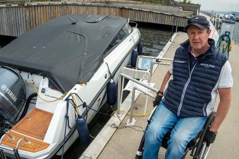 TILPASSET: Bjørn har fått tilrettelagt en brygge slik at han har mulighet til å ha sin egen båt.