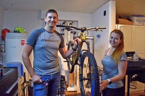 SATSER: I fjor sommer tok Sondre Aspelien Holmen (31) og May-Alice Holmen (29) sats og startet enkeltpersonforetaket Holmens Turkompani hjemme.