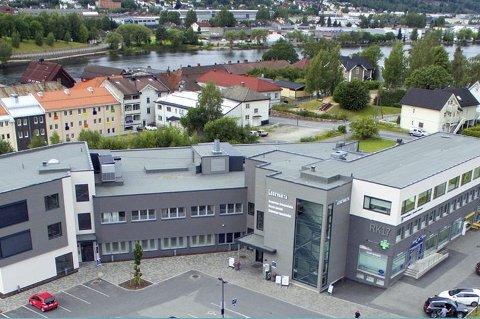 Legevakt samarbeid med Drammen: Etter en utredning anbefaler rådmannen i Øvre Eiker at innbyggerne om natten skal få akutt legehjelp ved legevakta i Drammen. Onsdag skal politikerne i fagkomité fire: omsorg, diskutere anbefalingen.