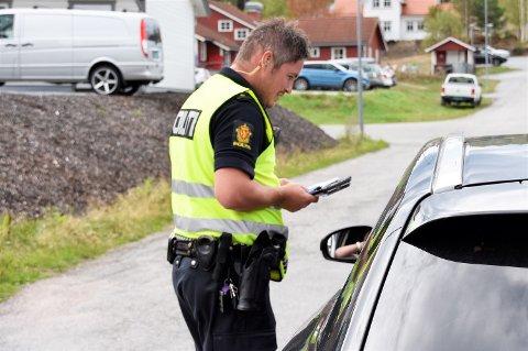 FOR FORT: Her forteller UPs Christian Sørby en bilist at han har tråkket for hardt på gasspedalen i 40-sonen på Kroka.