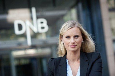 SJEKK SSB: DNBs forbrukerøkonom Silje Sandmæl anbefaler ansatte som henger etter på lønnsstigen om å sjekke SSBs lønnsstatistikk. Foto: (DNB)