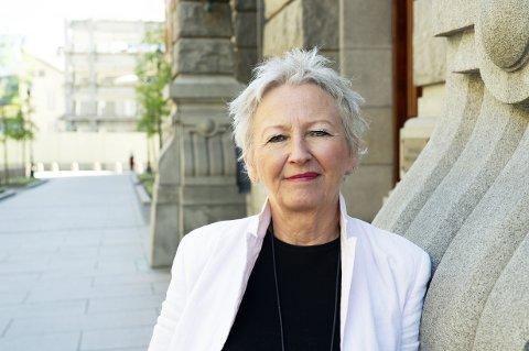 STOLT: Anne Østgaard ble stolt da hun fikk høre at alle 1. klassinger i Øvre Eiker skal få hennes bok.