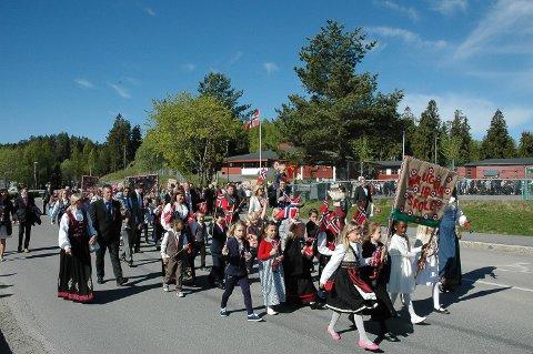 SOL I SIKTE: Både i Enebakk og resten av Sør-Norge skal sola skinne på barnetoget 17. mai.