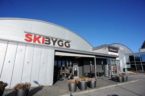 EN EPOKE ER OVER: Etter over 100 år som Ski Bygg vil navnet bli endret til XL-Bygg i løpet av april.