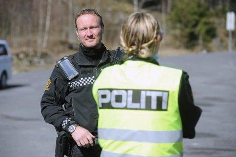 LIKE MYE: Ifølge Rune Dahl i UP skriver de ut like mye bøter i år, selv om bøtesatsene har gått opp. Her fra en kontroll på E18 på Svartskog i forrige uke, hvor 98 bilister ble bøtelagt.