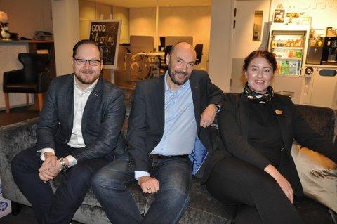 GODT TEAM: Mykolas Masiukas, Hans Paul Hansen og Mikaela Nilsson er det nye lederteamet for Scandic på Magerøya.