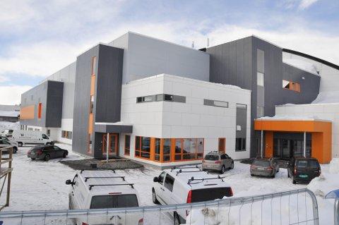 Ny hall: Finnmarkshallen i Alta står nå klar etter utbyggingen til å ønske 258 håndballag velkommen til Altaturneringen i helgen. Det gjør også turneringsleder Ann Charlott Næss.