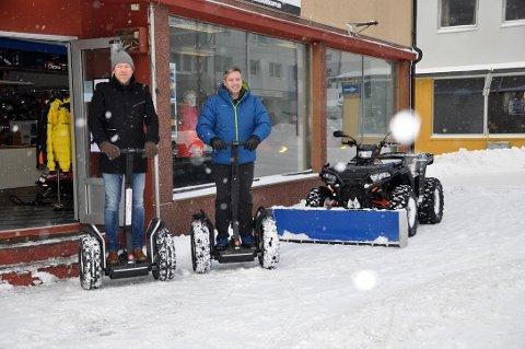 Dette er morsomt: Nå kan man få leid seg en segway i Honningsvåg. - Veldig artig å kjøre sier Daniel Myhre i Destinasjon 71 * Nord og Jon A. Jensen, daglig leder i Elmowing Segway Tours Norway.