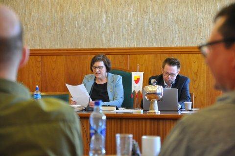 Ordfører Kristina Hansen og rådmann Raymond Robertsen reiser en del i løpet av året for å representere kommunen i ulike sammenhenger. I fjor kostet dette over 270 000 kroner.