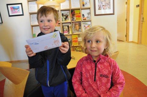 VIL HA HJELP: Mathias Nilsen (5) og Sara-Vibeke (4) har skrevet brev til ordføreren der de ber henne om å hjelpe til med søppelplukking i Nordvågen på mandag.