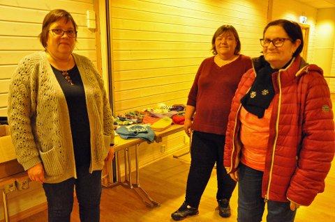GIVERGLEDE: Mariann Bårdsnes, Trine Jensen Araci og Trude Dam Olsen håper andre får en fin jul.