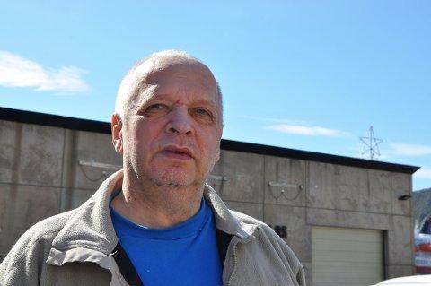 POSITIV: Steinar Olsen har troen på at han og kommunen blir enige om et alternativ som innebærer at han og kona kan fortsette å bo i Nordkappgata 35.