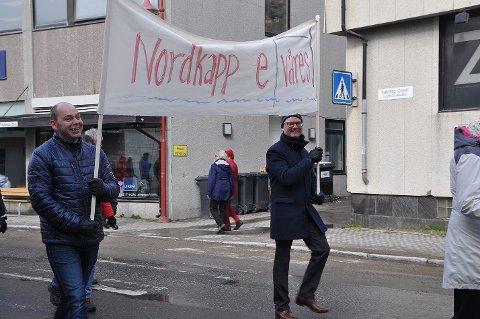 SENDT INN KLAGE: Yngve Kristiansen (SV) er én av dem som har klaget på vedtaket om Nordkapphalvøya. Jan Olsen (SV) til høyre har også sendt inn klage sammen med seks andre kommunestyrerepresentanter.
