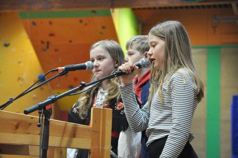 Sjetteklassingene Tana Pind Braut, Willy Kvia og Emma Hermine Olsen holdt barnas tale på 17. mai.