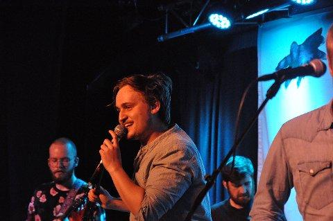 Emil Elde Skårset og resten av EgoAlter spilte på Perleporten kulturhus lørdag kveld.