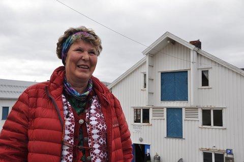 Ingjerd A. Gamst Hildebrandt skal være i Honningsvåg i en drøy måned mens kunstutstillingen hennes holdes på Snoy.