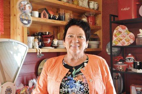Heidi Ingebrigtsen skal gjøre stas på alle de som har vært faste kunder hos henne i julehuset i Skarsvåg.