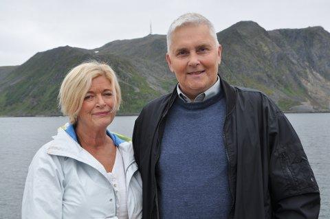 Daglig leder i Arctic Guide Service, Kjellbjørg Mathiesen, og leder for Kamøyvær bygdelag, Jarl-Ove Ritche-Pettersen.