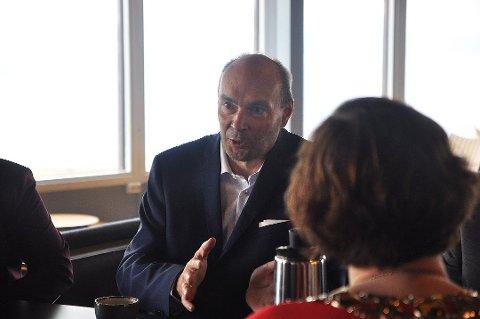 Hans Paul Hansen, direktør for Scandic Nordkapp, ser lyst på fremtiden og gratulerer SV og SP med valgseieren.