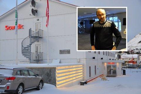 TØFFE TIDER: Hans Paul Hansen er direktør for Scandic Nordkapp og forteller at det er få igjen på jobb nå.