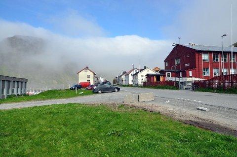 På denne tomten er det bestemt av kommunestyret at den nye ballbingen/fotballøkka i Nordvågen skal plasseres. Nå blir det en ny runde i kommunestyret.