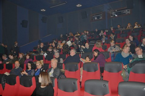 NORDKAPP KINO: Man får ikke sitte sammen med mindre man er fra samme husstand nå som kinoen åpner igjen. Bildet er fra UKM tidligere i år.